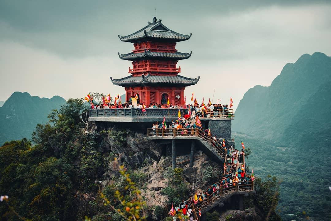 Chùa Ngọc được xây dựng trên đỉnh núi