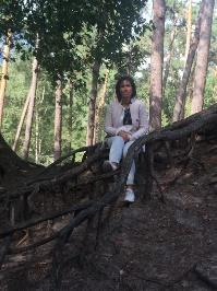 Afbeelding met buiten, person, hout, boom  Automatisch gegenereerde beschrijving