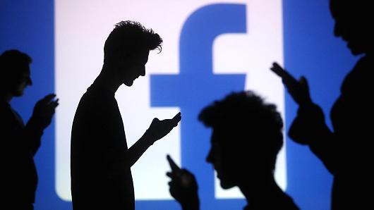 los likes son casi obligatorios en facebook