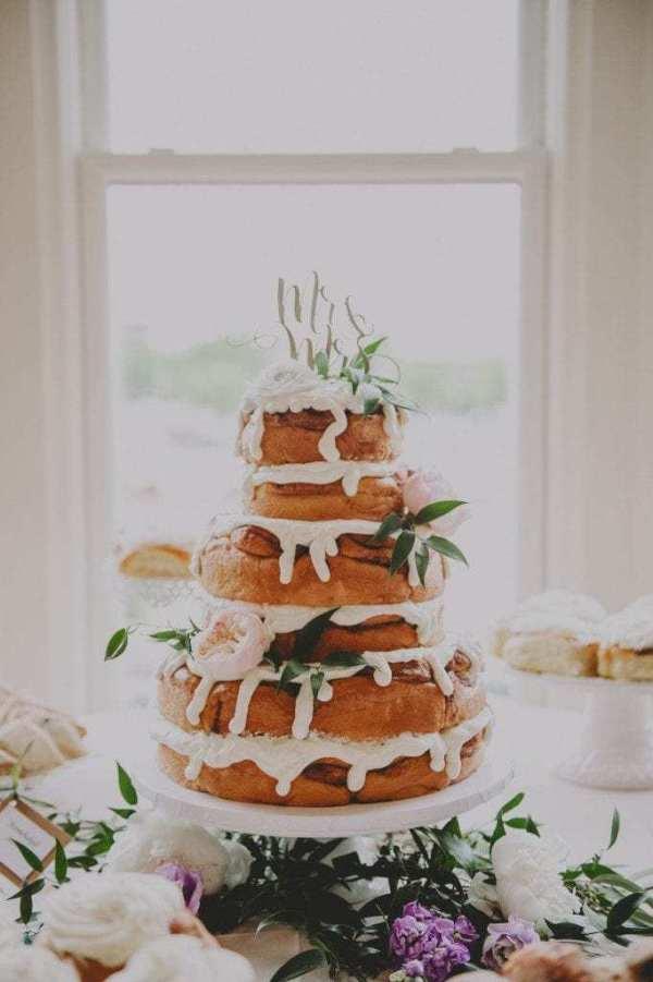 Cinnamon Bun Wedding Cakes! Cinnamon Flavored Wedding Treats! | The Gilded  Gown