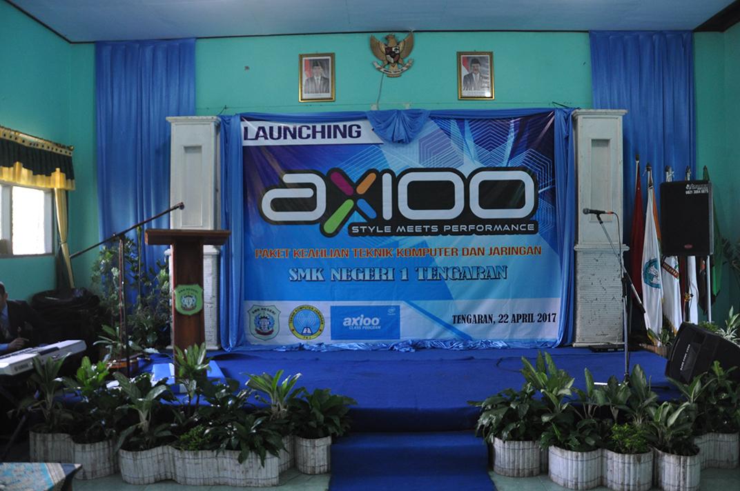 AXIOO1.jpg