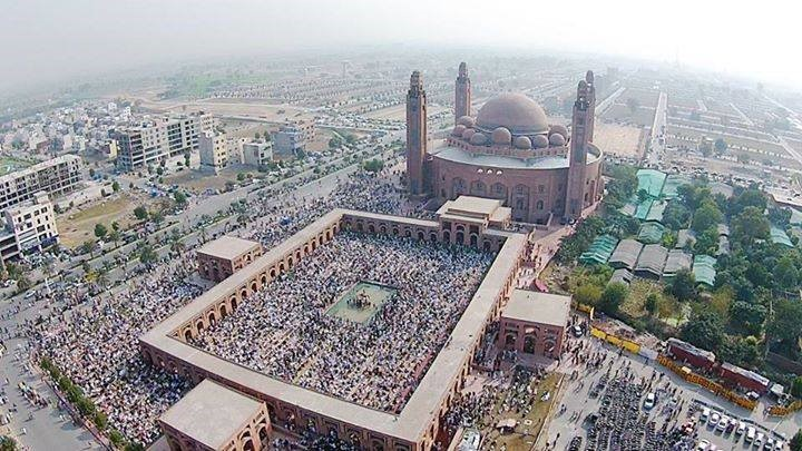 An aerial view of Grand Mosque full of worshipers.