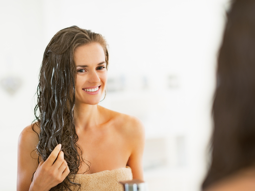 Masker rambut mudah digunakan untuk meningkatkan kilau pada rambut kering  dan rusak dan menciptakan tampilan rambut yang indah sesuai dengan yang  kamu ... b54cc8e8cf