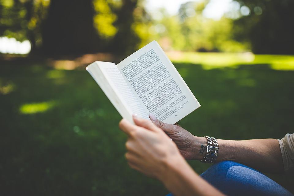 La rebelión de las palabras pendientes: un poemario con mucha verdad