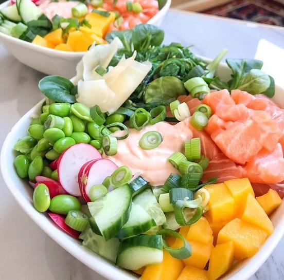 Afbeelding met voedsel, kom, groente, fruit  Automatisch gegenereerde beschrijving