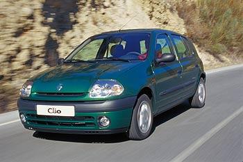 Renault Clio verde visto desde a dianteira