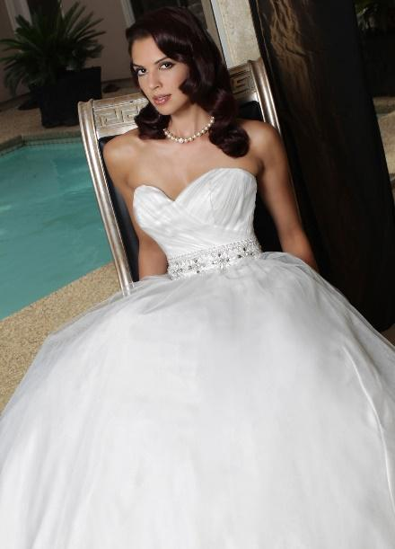 https://davincibridal.com/uploads/products/wedding_gown/50173AL.jpg