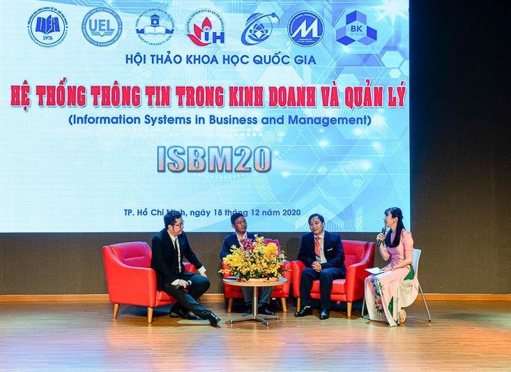 PGS.TS. Nguyễn Văn Huân, ThS. Nguyễn Huy Bình và TS. Ngô Tấn Vũ Khanh tham gia phần trao đổi thảo luận