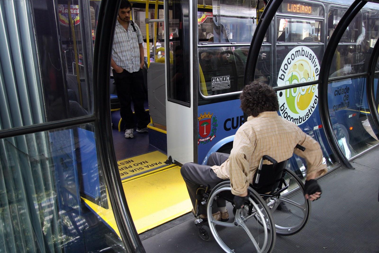 Ônibus de Curitiba adaptado para cadeirantes
