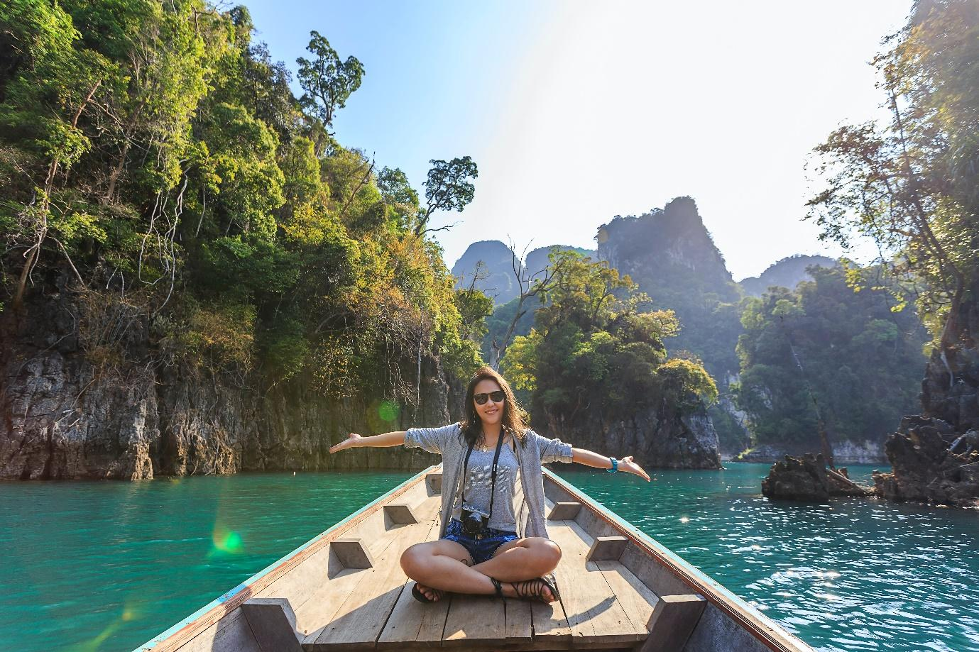 HIGHLY PAID JOBS THAT LET YOU TRAVEL AROUND THE WORLD