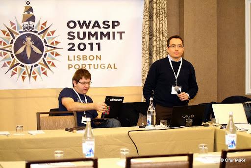 S Matteom Meuccim (OWASP Testing Guide leader) pripomienkujeme novú OWASP Testing Guide v4.0