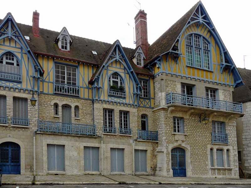 Шартр - есть такой городок во Франции.