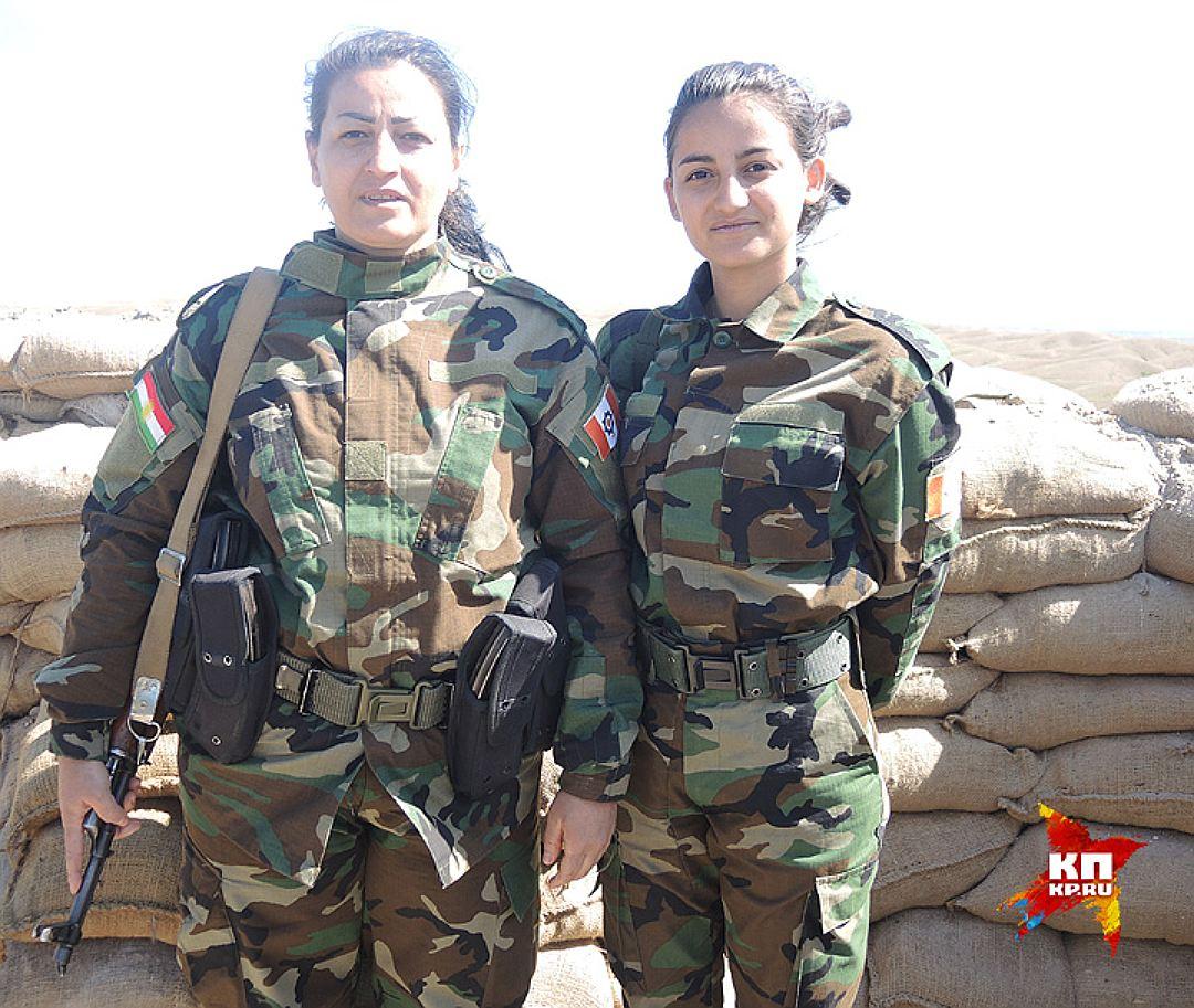 Мать и дочь, воюющие с пешмерга. Фото: Дарья АСЛАМОВА