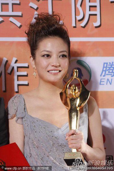 17.10.2010: Giải thưởng điện ảnh Kim Kê Bách Hoa lần thứ 19: Triệu Vy vinh dự đăng quang ngôi Ảnh Hậu, xúc động rơi nước mặt (Hình ảnh & Clip)