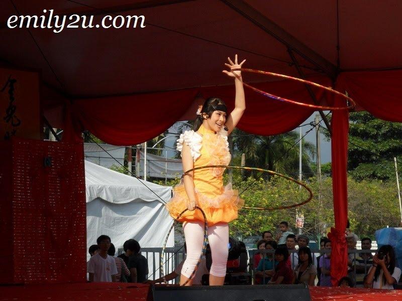Joanne Lai hula dance