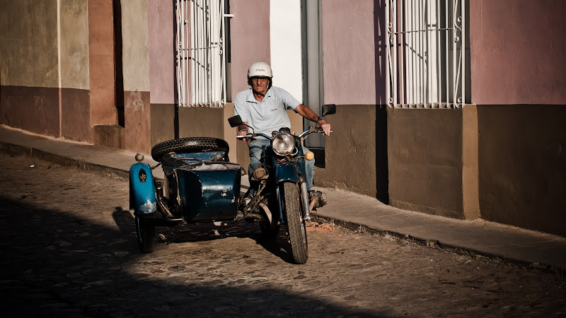 Kuba cz.XII -- z obiektywem kolorowymi uliczkami Trinidadu..