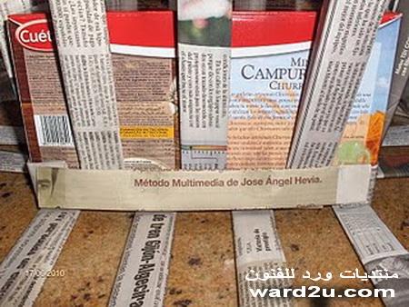 صندوق وفازه من ورق الجرائد