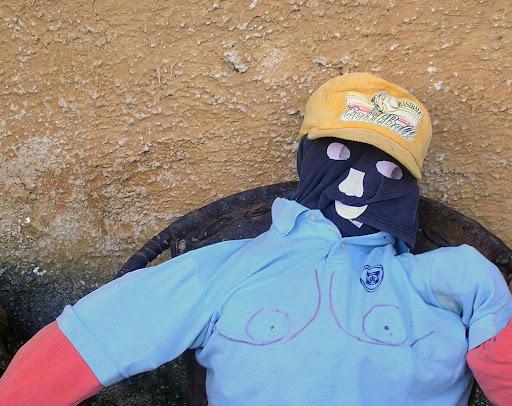 Tercer muñeco de trapo para quema del año viejo Via Barinas Apartaderos estado Mérida Venezuela