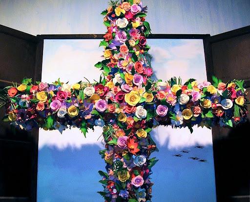 Cruz de Mayo vestida con flores en Chirimena (Miranda, Venezuela)