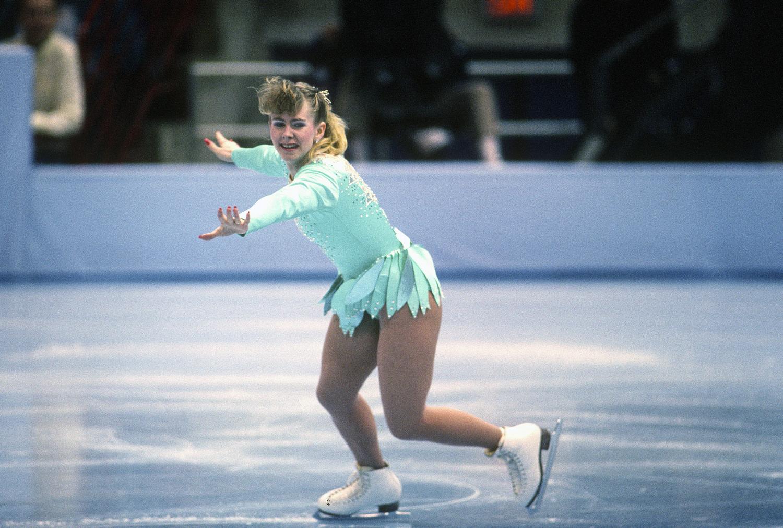 Tonya Harding là nữ vận động viên đầu tiên của Hoa Kỳ hoàn thành cú nhảy ba vòng rưỡi trên băng và giành chức vô địch Trượt băng nghệ thuật nữ quốc gia năm 1991