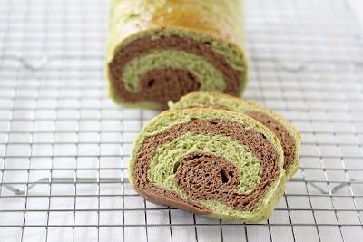 photo of Matcha chocolate swirl bread on a baking rack