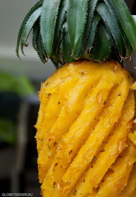 Чистим ананас по тайски!