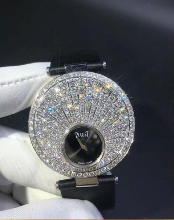Đồng hồ Piaget chế tác bằng kim cương, vàng khối 18K
