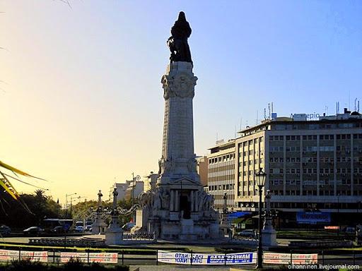 Статуя Маркиза де Помбала на площади Маркиза де Помбала в Лиссабоне. Скульпторы А.Бермудес, А. Коуто, Ф. Сантос с 1917 по 1934