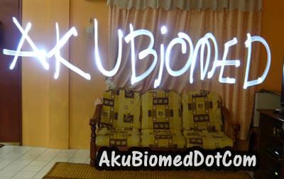AkuBiomed blog title dengan light Graffiti
