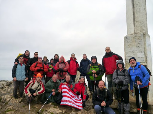 Foto de grupo en la cima del Hernio (Propiedad: GATB).