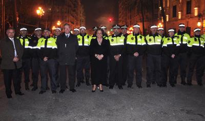 La Alcaldesa de Valencia posa con la policía local