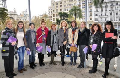 """Presentación de la Exposición """"Femenino Plural 1999-2011"""", por la concejal de Cultura Mª Irene Beneyto y de Carmen Palacios, Coordinadora de la exposición."""