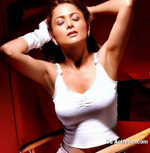 Bollywood Actress Amrita Arora Photo-01