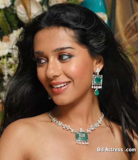 Bollywood Actress Amrita Rao Photo-03