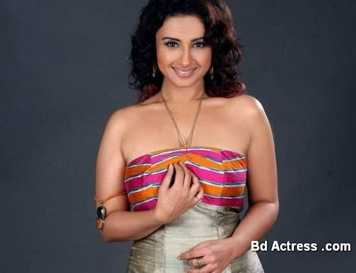 Bollywood Actress Divya Dutta Photo-05