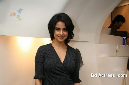 Bollywood Actress Gul Panag Photo-03