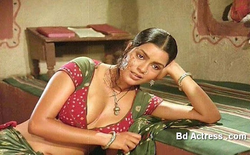 Bollywood Actress Zeenat Aman Photo-02