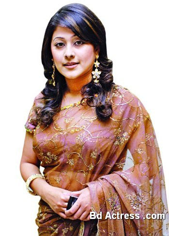 Bangladeshi Model Sumaya Shimu in saree
