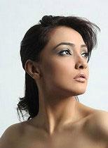 Pakistani Model Amna Karim Thumbnail
