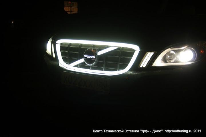 Светящаяся решетка на Volvo