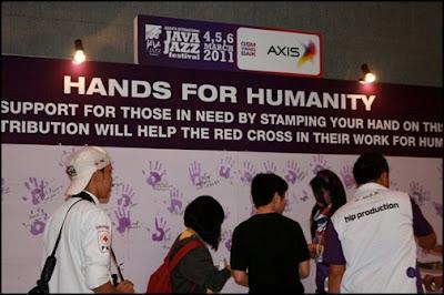 Aksi Sosial AXIS & PMI