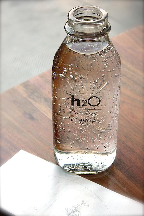 Uống nhiều nước giúp thanh lọc cơ thể và hạn chế cảm giác đói