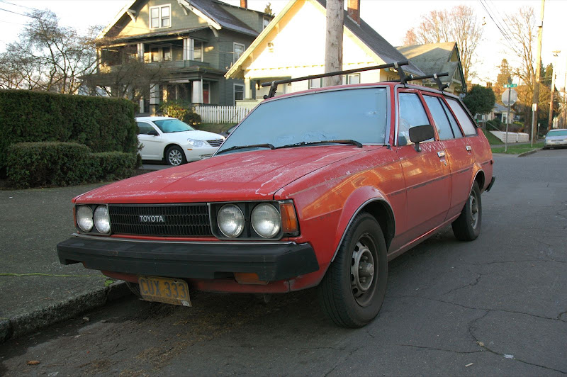 old parked cars 1981 toyota corolla wagon ben 39 s ninth and final corolla. Black Bedroom Furniture Sets. Home Design Ideas
