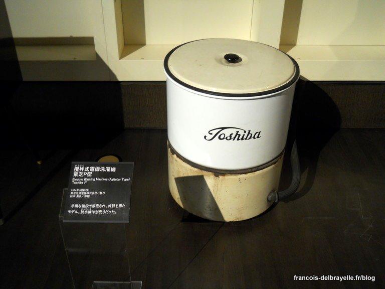 Une machine à laver Toshiba du début de la deuxième moitié du XXème siècle