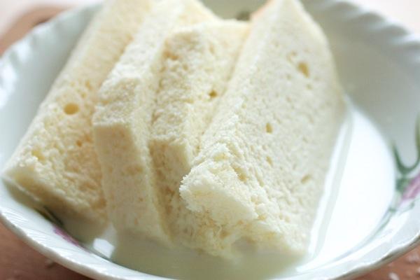 Замачиваем хлеб в молоке.jpg