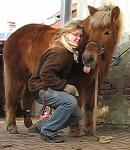 ein Bild von mir mit meinem fuchsfarbenen Pony
