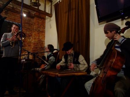 Концерти у арт-кав'ярні «Квартира 35» у травні 2011