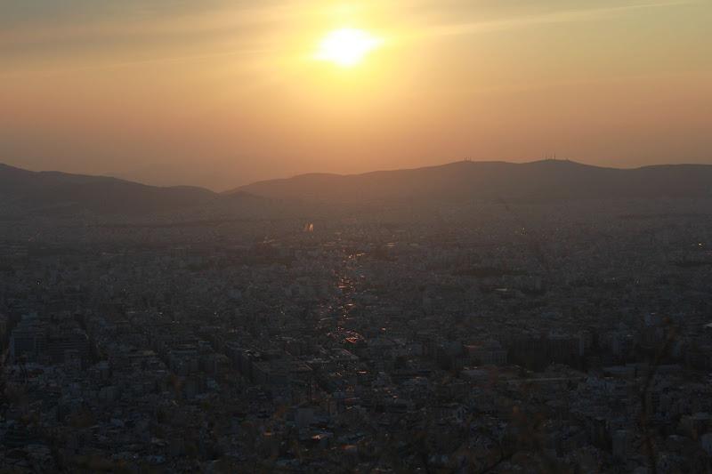Estela del sol sobre Atenes