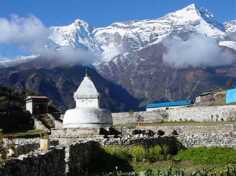 Еверест (Джомолунгма) монастирь у подножия
