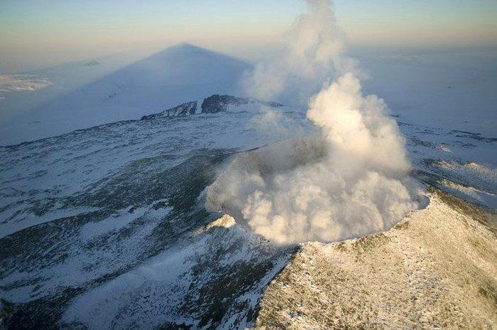 Кратер вулкана Эребус «проснулся»